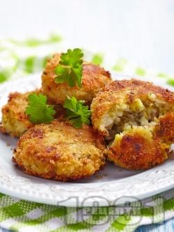 Пържени пухкави картофени кюфтета с тиквички, ориз и лук на тиган (с галета) на тиган - снимка на рецептата